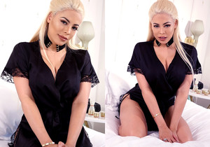 Luna Star oiled up and playing with her juicy body masturbat