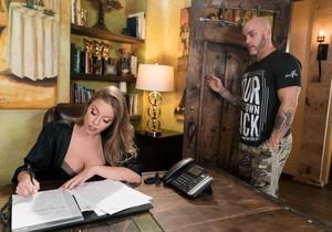Britney Amber - The Critic - Fantasy Massage