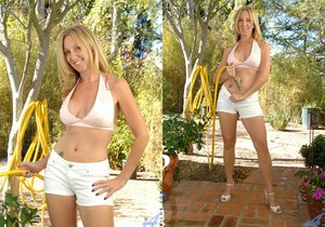 Jenna Covelli - Outdoor Playtime