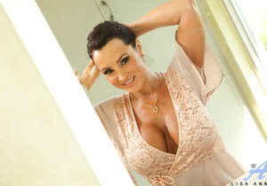 Lisa Ann - Dirty Milf Shower