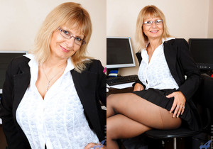 Alex - Office Milf - Anilos