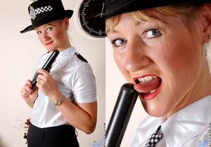 Suzy - Police Woman - Anilos