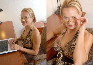 Viktoria - Office Nudity - Anilos