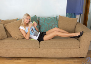 Vanesa - slutty teen blonde fingering herself