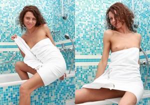 Teen Model Amely - Single
