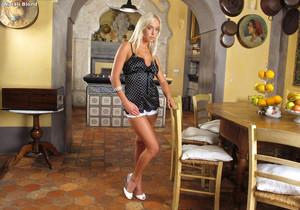 Natali Blond - InTheCrack