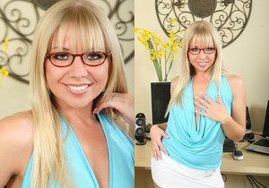 Vicki - Karup's Older Women