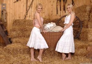Linda Shane & Jasmin - Hot Legs and Feet