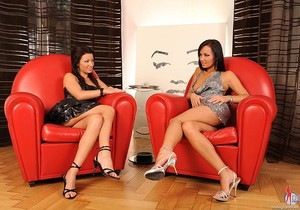 Nataly & Tea - Hot Legs and Feet
