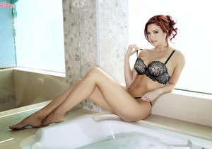 Jayden Cole Gets Her Cunt Satisfied In The Tub
