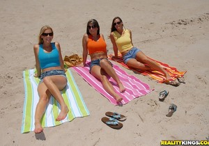Brianna Ray, Kristen Cameron, Randi Lane - Tropical Titties