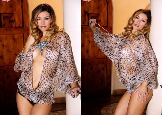 Heather Vandeven Enjoys Rubbing Her Pussy Continuously - Solo TGP