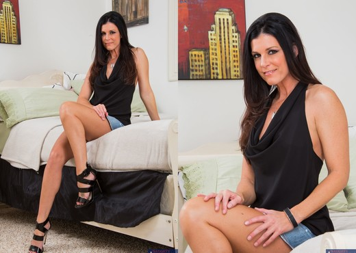 India Summer - Seduced By A Cougar - MILF Sexy Gallery