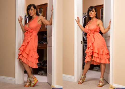 Lisa Ann - My Friend's Hot Mom - MILF Porn Gallery