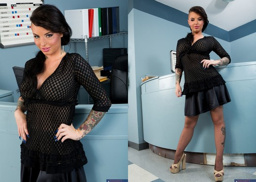 Christy Mack - Naughty Office - Hardcore Picture Gallery