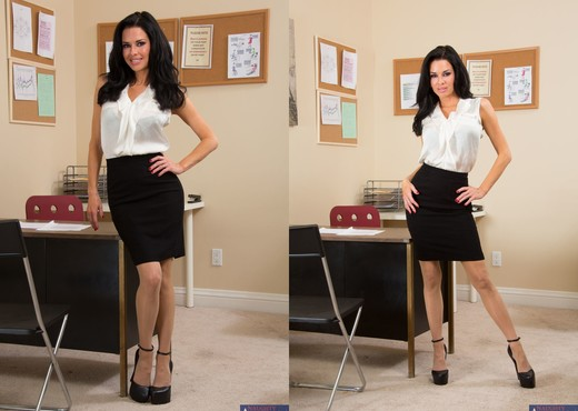 Veronica Avluv - Naughty Office - Hardcore HD Gallery