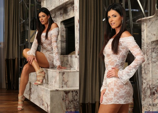 India Summer - Seduced By A Cougar - MILF Nude Gallery