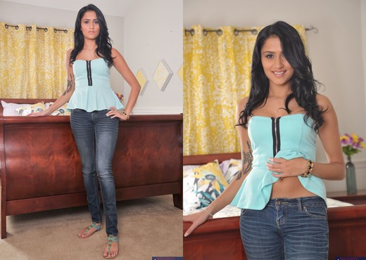 Glorious teen Giselle Mari does one of her first blowjobs for camera № 393361 загрузить