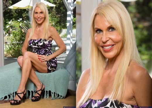 Erica Lauren - My Friend's Hot Mom - MILF Nude Gallery