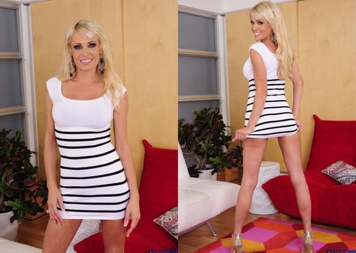 Mikki Lynn - Seduced By A Cougar - MILF Nude Pics
