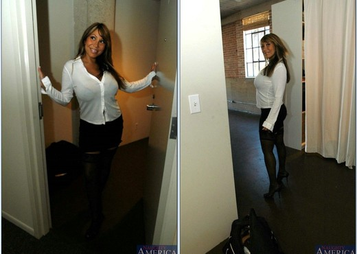 Mrs. Devine - My Friend's Hot Mom - MILF HD Gallery
