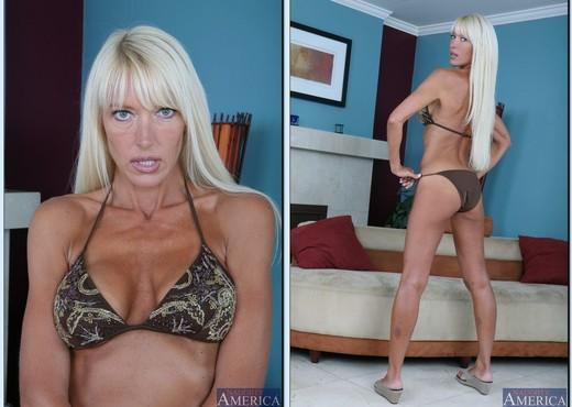 Bianca Noble, Shayne Ryder - My Friend's Hot Mom - MILF TGP