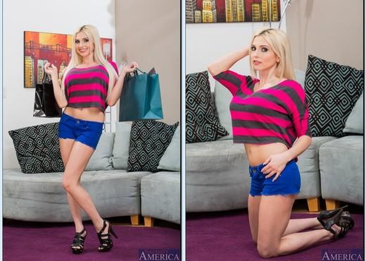 Hot blonde cougar Christie Stevens sucks off the younger boy from next door № 687311 загрузить