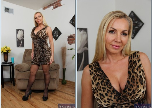 Lisa Demarco - My Friend's Hot Mom - MILF Nude Gallery