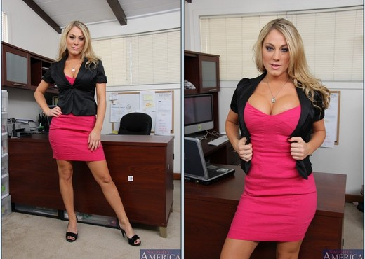 Amber Ashlee - Naughty Office - Hardcore HD Gallery