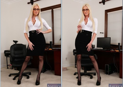 Victoria White - Naughty Office - Hardcore Nude Gallery