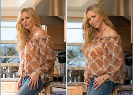 Julia Ann - My Friend's Hot Mom - MILF Sexy Gallery