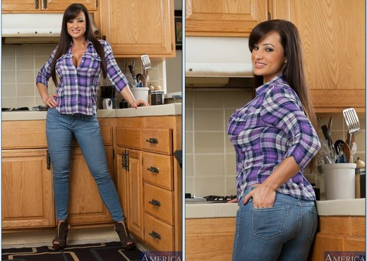 Lisa Ann - My Friend's Hot Mom - MILF Sexy Photo Gallery