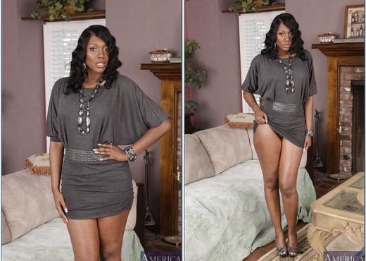 Nyomi Banxxx - My Friend's Hot Mom - MILF Hot Gallery