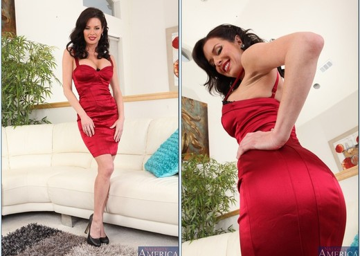 Veronica Avluv - Seduced By A Cougar - MILF Sexy Photo Gallery