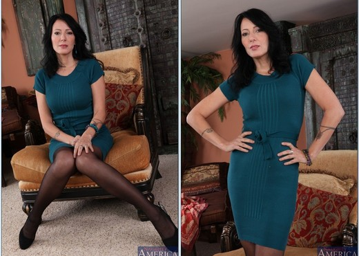 Zoey Holloway - My Friend's Hot Mom - MILF Image Gallery