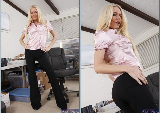 Blonde MILF with big tits Riley Evans gets her cunt screwed hardcore  312770