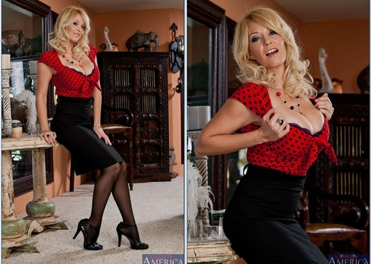 Charlee Chase - Seduced By A Cougar - MILF Nude Pics