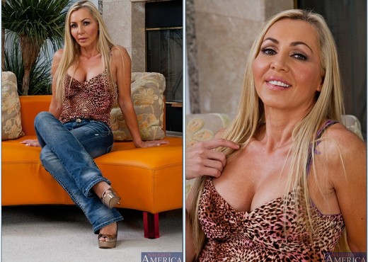 Lisa Demarco - Seduced By A Cougar - MILF Hot Gallery