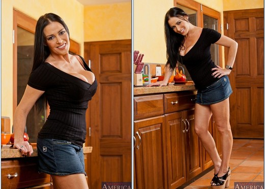Vanilla Deville - My Friend's Hot Mom - MILF Image Gallery
