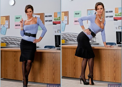 Veronica Avluv - Naughty Office - MILF Nude Gallery