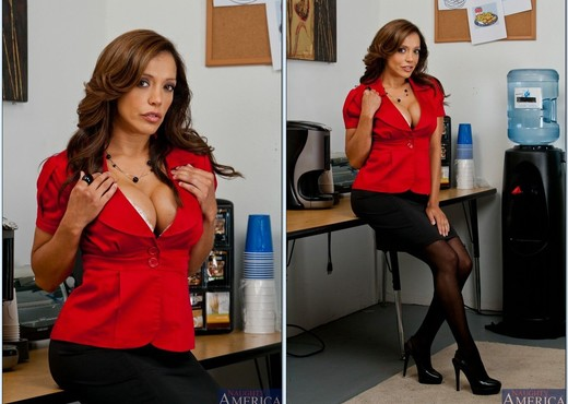 Francesca Lé - Naughty Office - MILF Picture Gallery