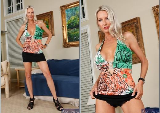 Emma Starr - My Friend's Hot Mom - MILF Sexy Gallery