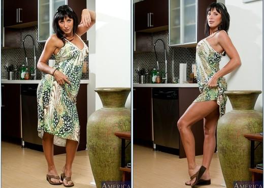 Lezley Zen - Seduced By A Cougar - MILF Nude Pics