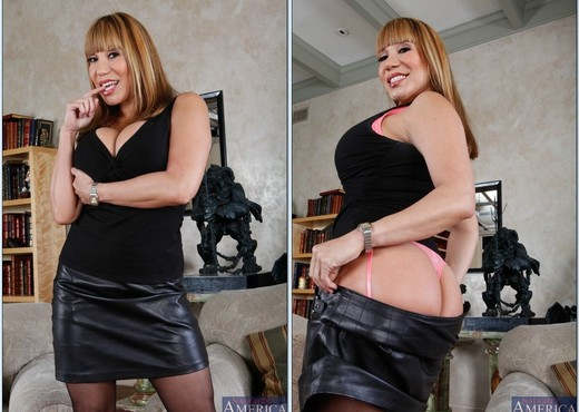 Ava Devine - Seduced By A Cougar - MILF Hot Gallery