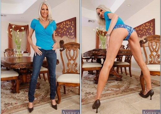 Emma Starr - Neighbor Affair - MILF Picture Gallery