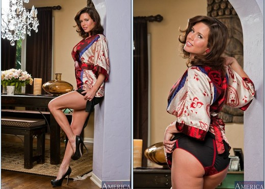 Veronica Avluv - My Friend's Hot Mom - MILF HD Gallery