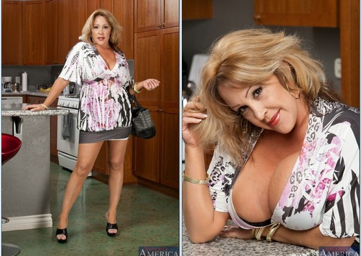 Kandi Cox - My Friend's Hot Mom - MILF TGP