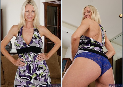 Emma Starr - My Friend's Hot Mom - MILF Porn Gallery