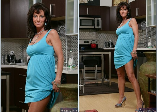 Sarah Bricks - My Friend's Hot Mom - MILF Picture Gallery