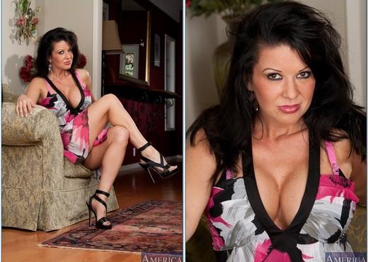 MILF babe Raquel Devine enjoys interracial fucking with a hard cock № 417605 бесплатно